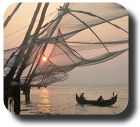 Fischernetze in der Abendsonne in Cochin Indien
